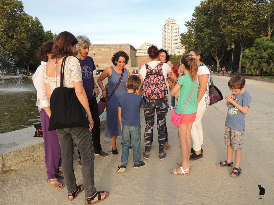 2016'IX'25. Madrid. Campanada por el equinoccio - preparándonos junto al templo de Debod