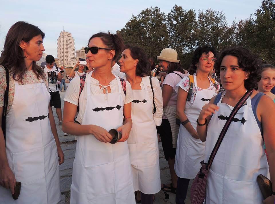 2016'IX'25. Madrid. Campanada por el equinoccio - delantales preparados