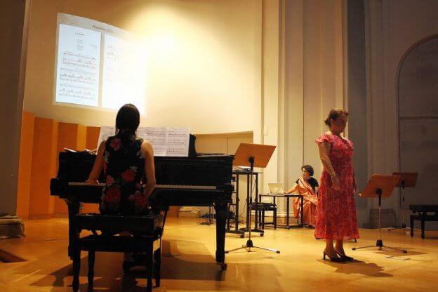 2010'VI'26. Concierto monográfico en Alcalá - Isabel García y María Silvera interpretando 'Procesión'