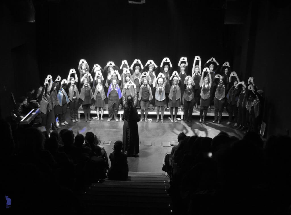 2017'XII'15. Coro Entredós en el Teatro del Barrio - feministas (foto: Ela R que R)