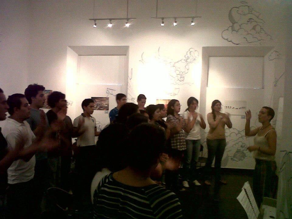 2012. Ensayo con el Coro de Santa Tecla