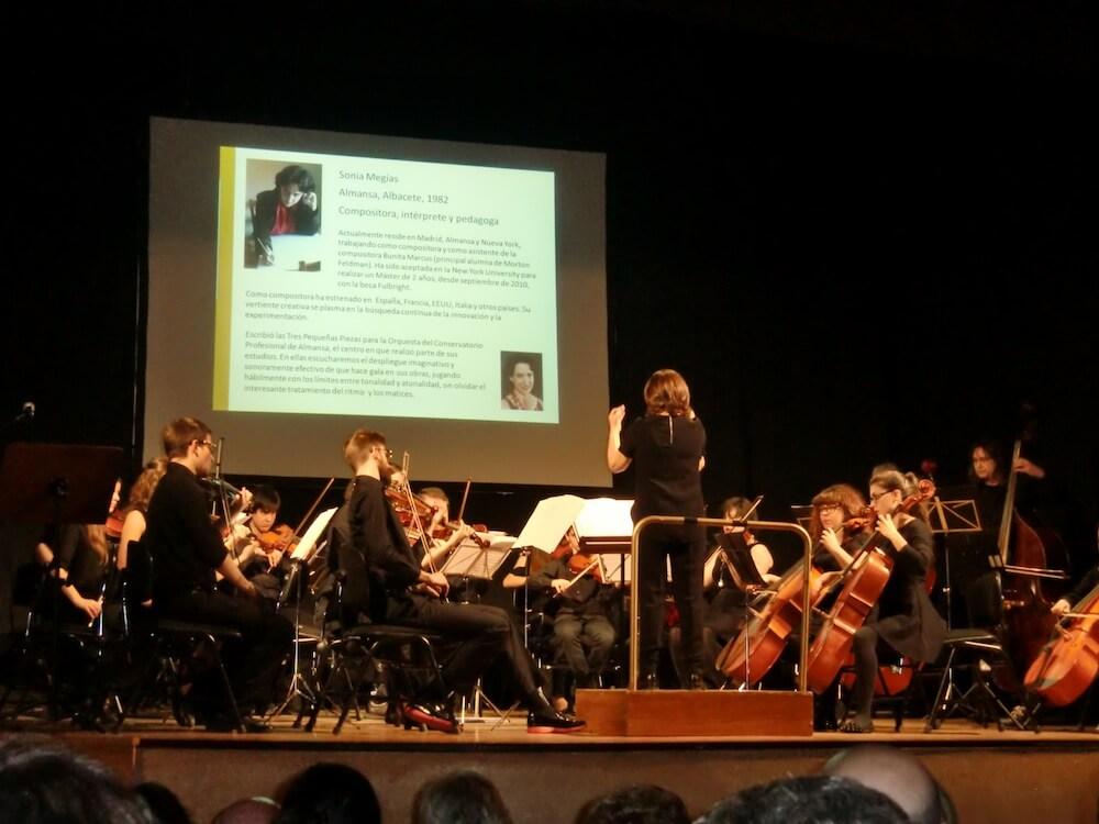 2015'III'14. 'Divertimento' por la orquesta Gaspar Cassadó - interpretación de la obra